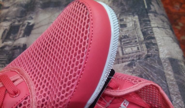 Зашитые кроссовки