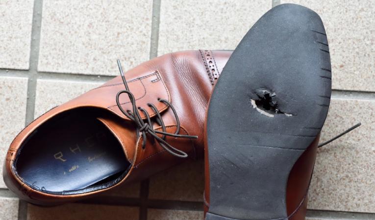 Рваная пдошва на обуви